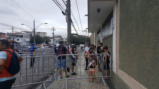 Torcida do Vasco em bilheteria de São Januário