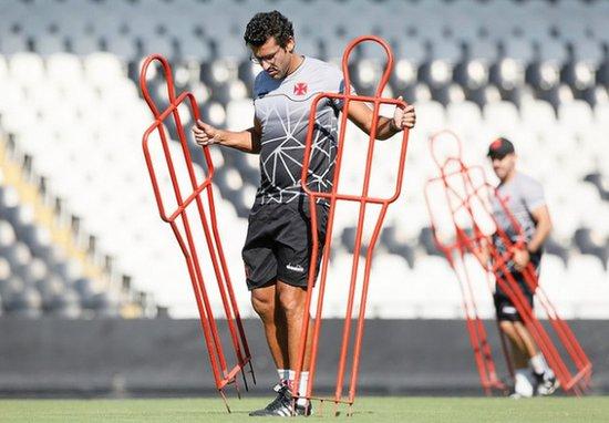 Alberto Valentim prepara equipe alternativa para jogo contra a Cabofriense