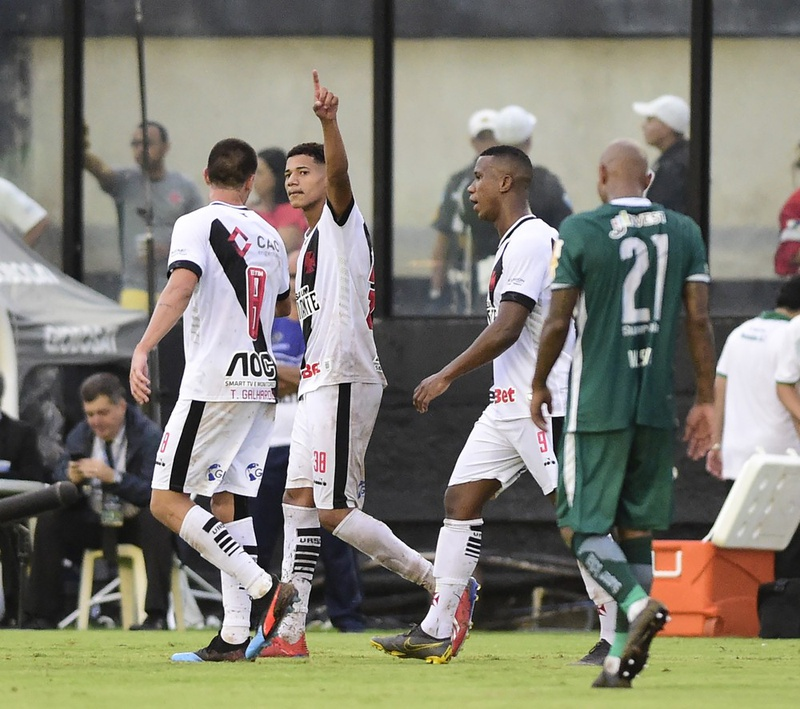 Marrony comemora seu gol sobre o Boa Vista