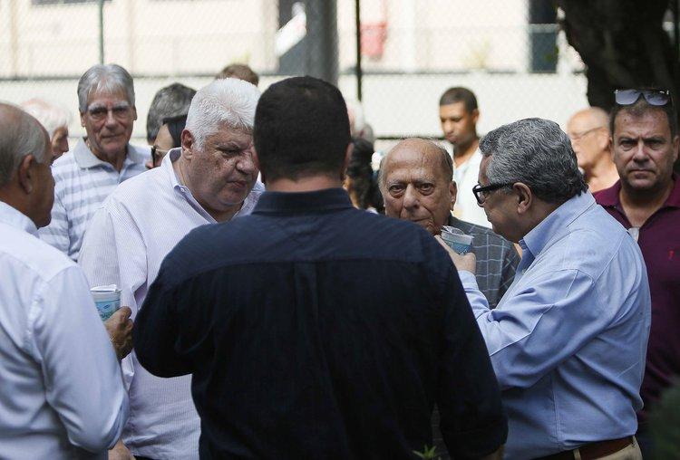 Mauro Ney Palmeiro, George Helal e Rubens Lopes vieram ao velório