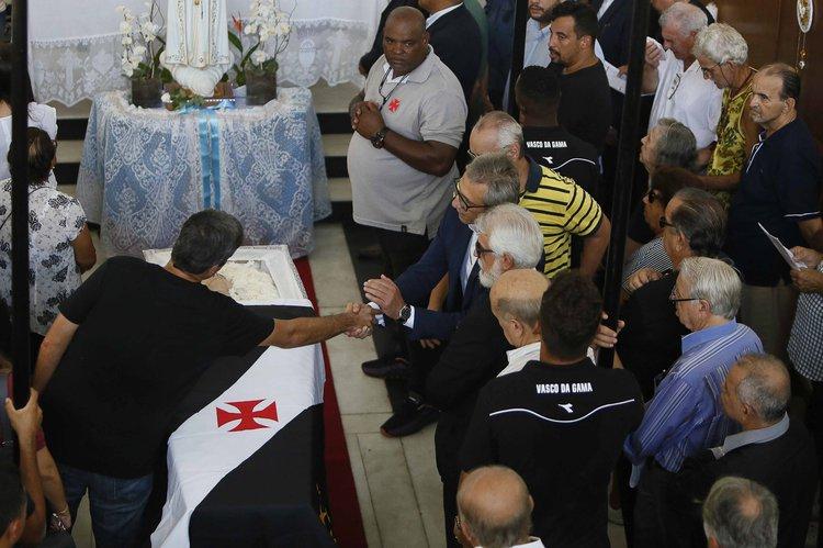 Presidente Alexandre Campello cumprimenta Eurico Brandão, filho do ex-Presidente