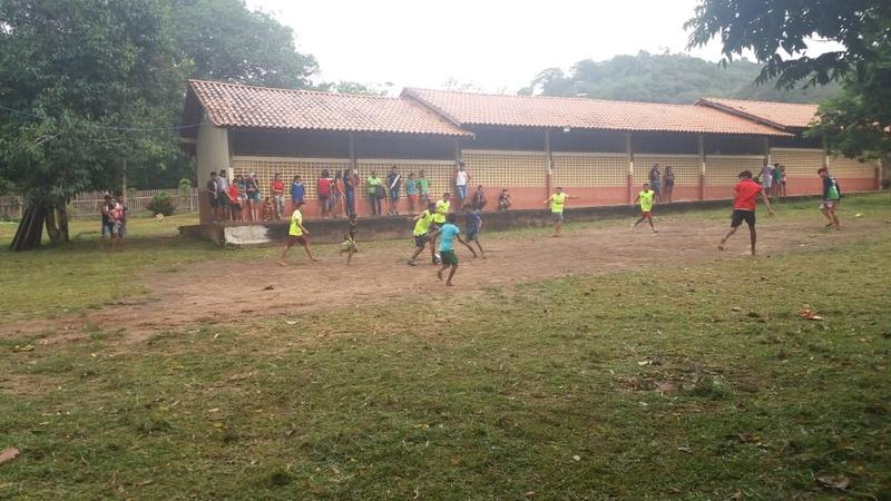 Torcida Ira Jovem STM promoveu uma manhã alegre com direito a torneio de futebol na Escola São Pedro