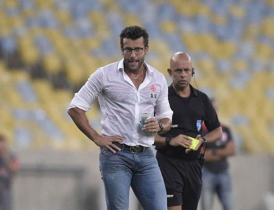 Alberto Valentim durante o jogo contra o Bangu