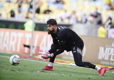 Fernando Miguel aparenta melhoras mas ainda é dúvida para domingo