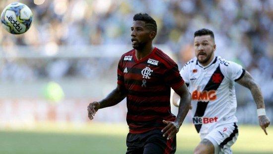 Rodinei, do Flamengo, e Rossi, do Vasco, na final da Taça Rio
