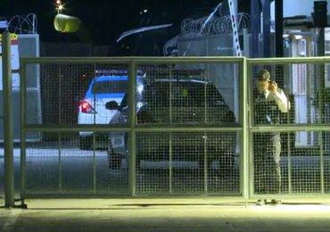 Grupo de torcedores joga ovos no ônibus do Vasco na saída do aeroporto