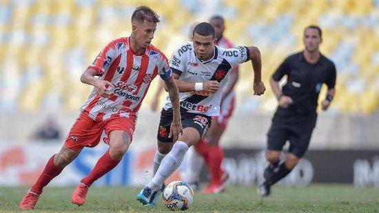 Yan Sasse fez um golaço sobre o Bangu e deu uma assistência na vitória do Vasco sobre o Avaí