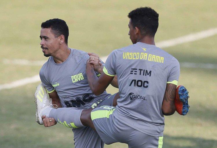 Pikachu e Caio Monteiro