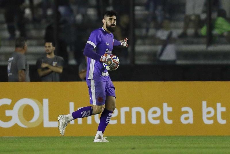 Fernando Miguel em jogo contra o Internacional