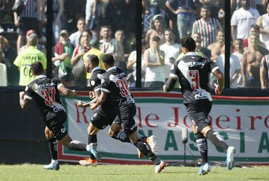 Castan marcou o gol de empate, seu primeiro pelo Vasco
