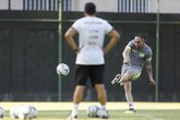 Ramon Menezes observa Bruno César no treino de falta (Foto: Rafael Ribeiro/Vasco.com.br)