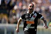 Bruno César comemora gol sobre o Fluminense (Foto: Agência Estado)