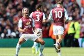 Douglas Luiz comemora gol em sua estreia como titular (Foto: Reprodução/Aston Villa)