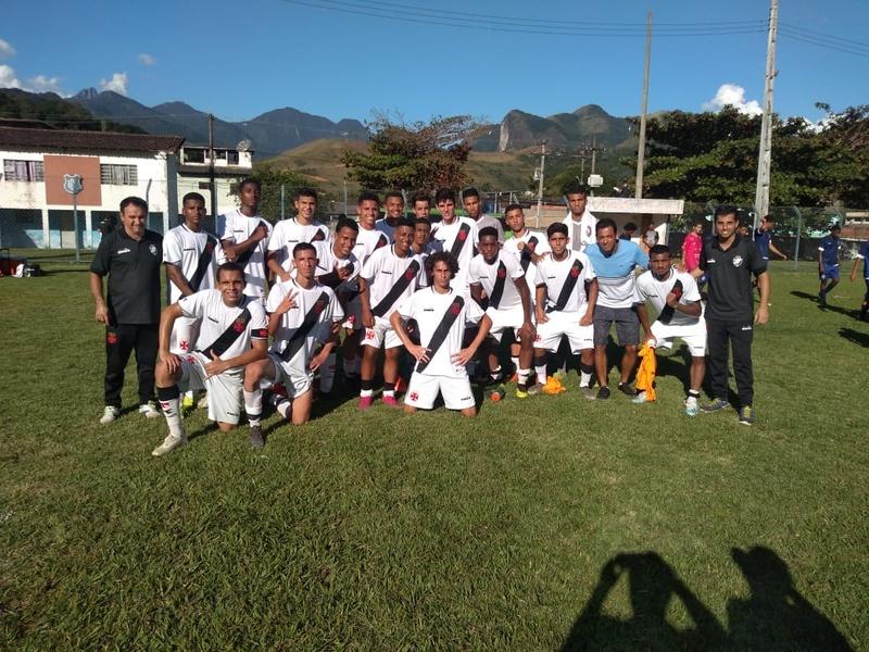 Sub-17 comemora vitória na Taça Rio