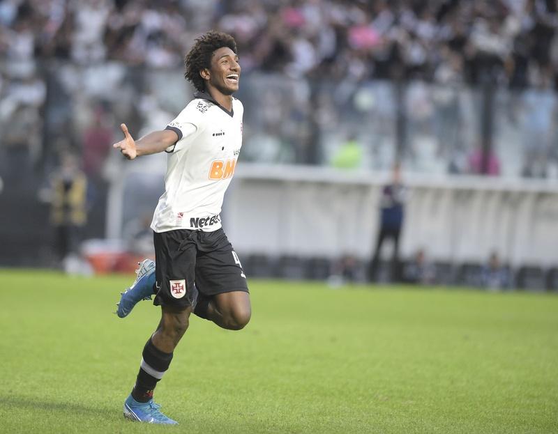Talles Magno comemorou seu gol contra o São Paulo