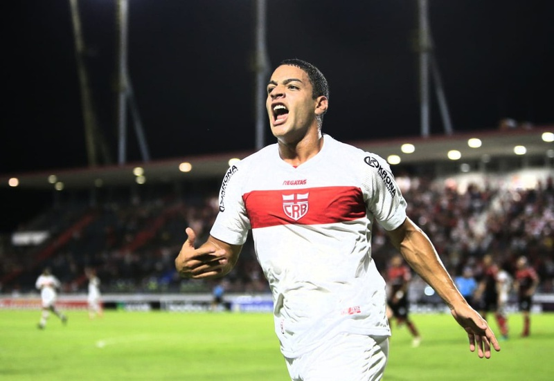 Felipe Ferreira festeja gol pelo CRB