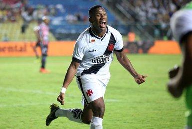 Ribamar comemora gol contra o Serra