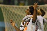 Talles comemora o segundo gol do Vasco contra a Chapecoense (Foto: Tarla Wolski/Futura Press)