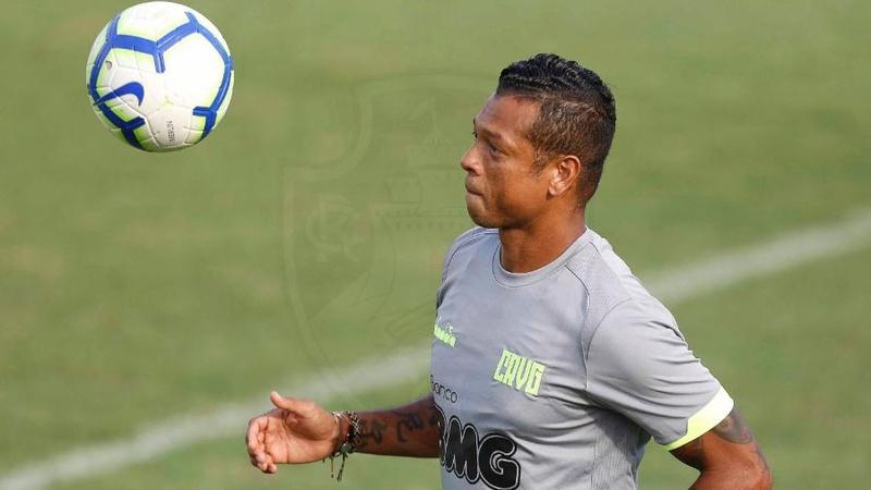 Fredy Guarín em atividade durante treino do Vasco