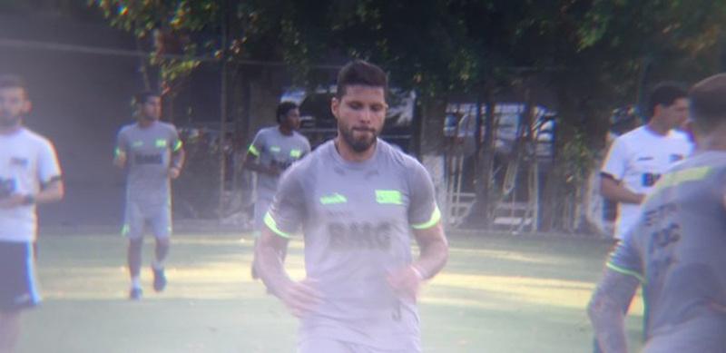 Henríquez durante treino do Vasco