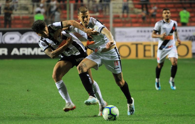 Marcos Jr contra o Atlético Mineiro