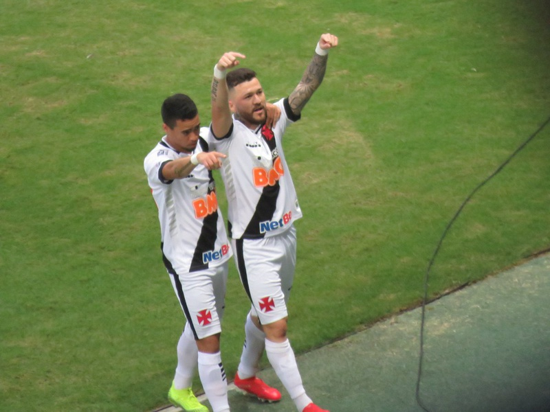 Rossi comemora gol contra o Ceará