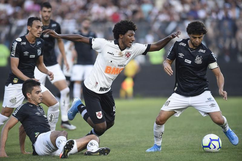 Talles em ação contra o Santos