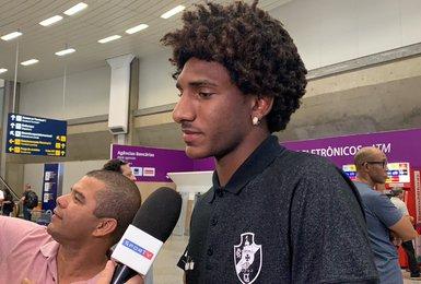 Talles Magno em entrevista no Aeroporto do RJ