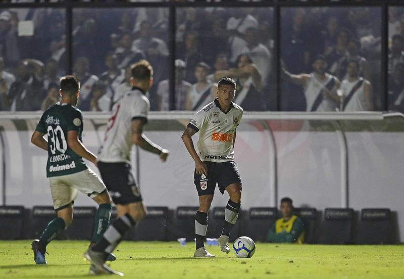 Alexandre em sua estreia entre os profissionais do Vasco