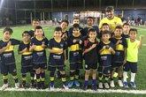 Alunos do time sub-9 da escolinha do Boca, no Rio (Foto: Bruno Braz)