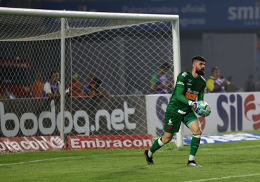"""Fernando Miguel pede paciência após empate: """"Mudança profunda na equipe"""""""