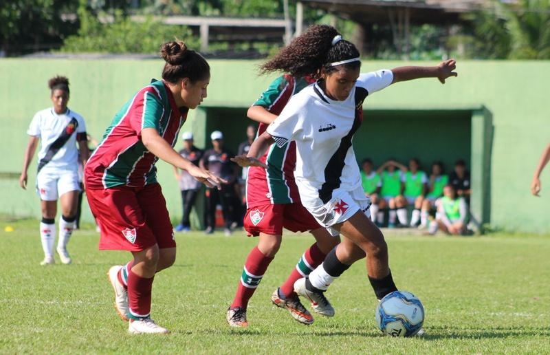 Larissa em ação no primeiro jogo da final contra o Fluminense