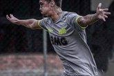 Romarinho, filho de Romário, tem treinado com Vanderlei Luxemburgo para manter a forma física (Foto: Reprodução/Instagram de Romarinho)