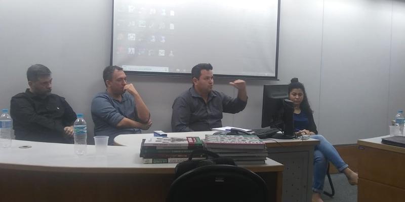 Walmer (ao centro) em seminário na FGV