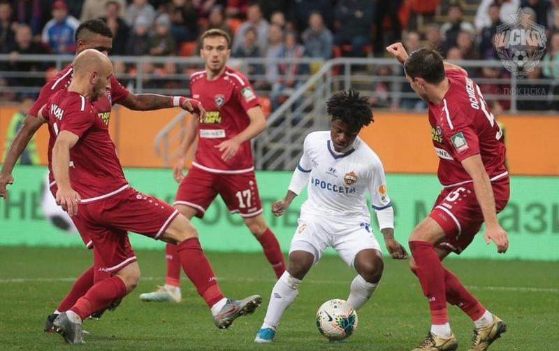Lucas Santos em ação com a camisa do CSKA