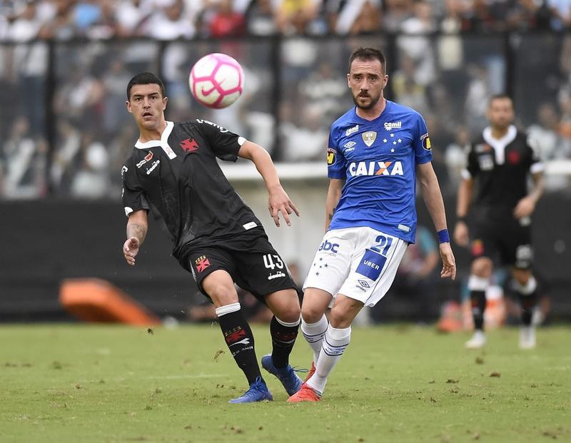 Bruno Ritter em ação contra o Cruzeiro