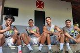 Lucas Santos, Marrony, Tiago Reis e Alexandre antes do treinamento (Foto: Carlos Gregório Jr/Vasco.com.br)