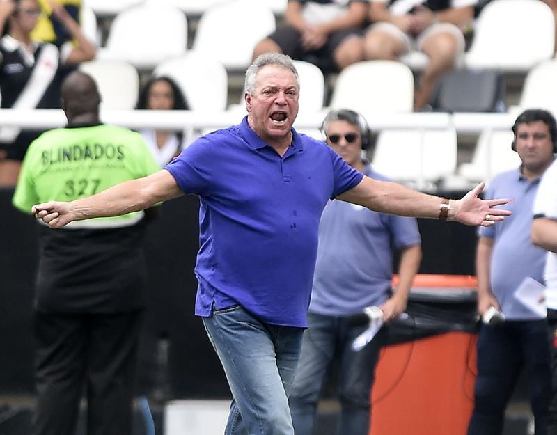 Abel Braga lamentou a derrota para o Botafogo e se disse orgulhoso da atuação do Vasco