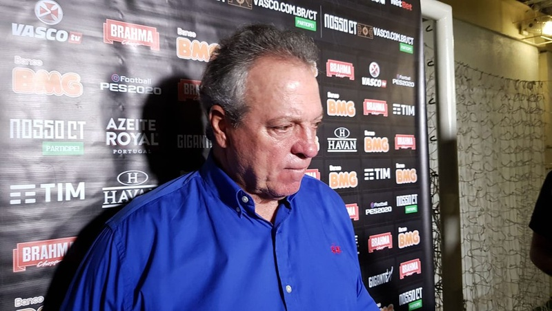 Abel Braga durante entrevista coletiva do Vasco