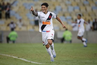 Germán Cano durante jogo contra o ABC