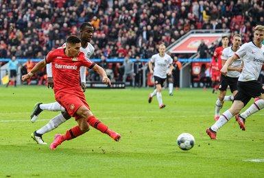 Paulinho com a camisa do Bayer Leverkusen