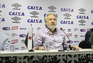 José Luiz Moreira (centro)