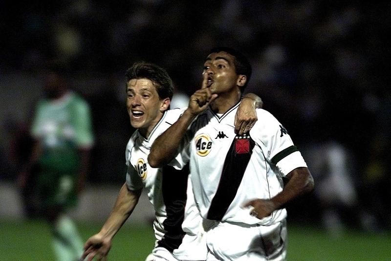 Juninho Paulista e Romário: em qual posição está a virada de 2000?
