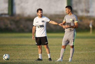 Ramon Menezes conversa com Raul