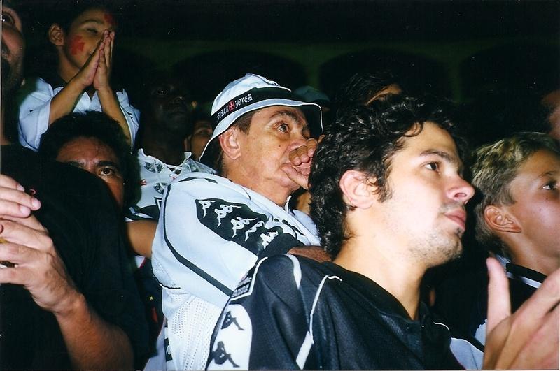 Bruno Mazzeo e o pai, Chico Anysio, nas arquibancadas de São Januário