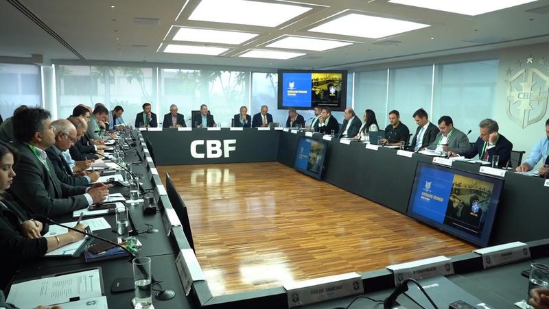 Clubes têm feito diversas reuniões virtuais para discutir retorno ao futebol