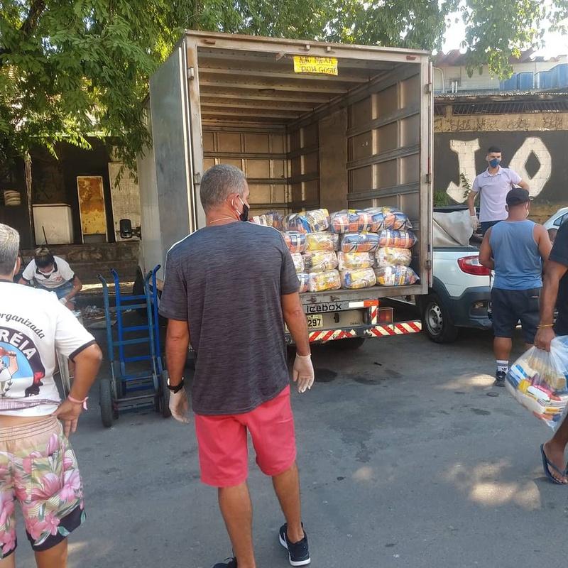 Torcedores do Vasco fizeram campanha de doação de alimentos