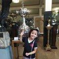Pequena torcedora vascaína com a Taça Libertadores