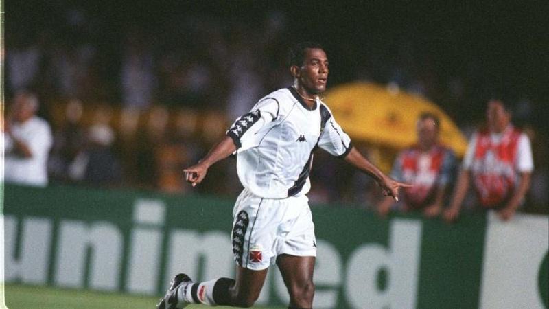 Zezinho comemora seu gol na final do Torneio Rio-São Paulo de 1999