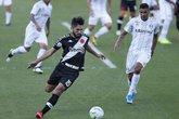 Andrey disputa a bola com o jogador do Grêmio (Foto: Rafael Ribeiro/Vasco.com.br)